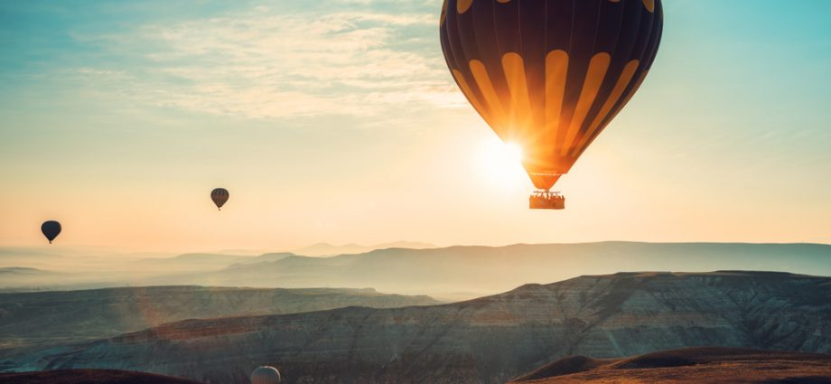 Inflation affect on life insurance illustrated by hot air balloon